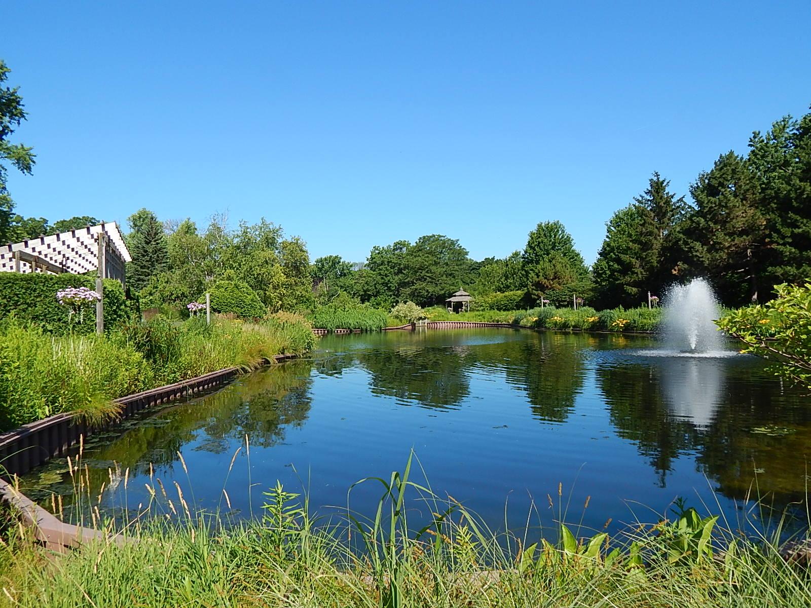 pond Cantigny