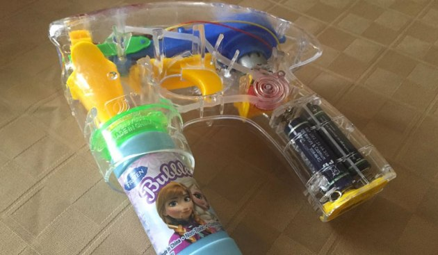 kindergartner-suspended-bubble-soap-gun-b